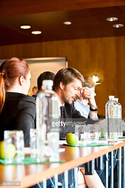 Uomini d'affari in una riunione in ufficio