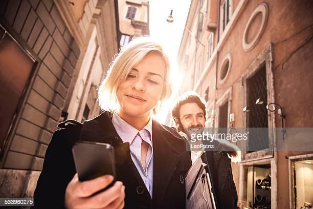 Business persone incontro nel centro città