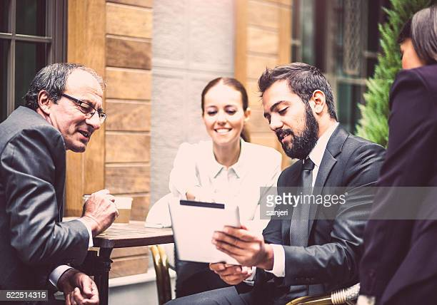Negócios pessoas na rua