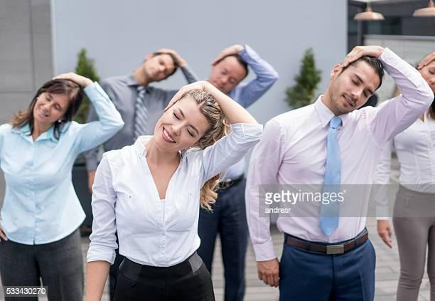 Gens d'affaires se détendre