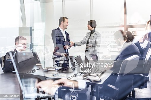Business people shaking hands in moder corporate office. : Foto stock