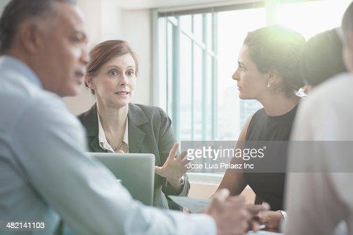 Donne Giovani Stock Immagine Foto e immagini stock | Getty Images