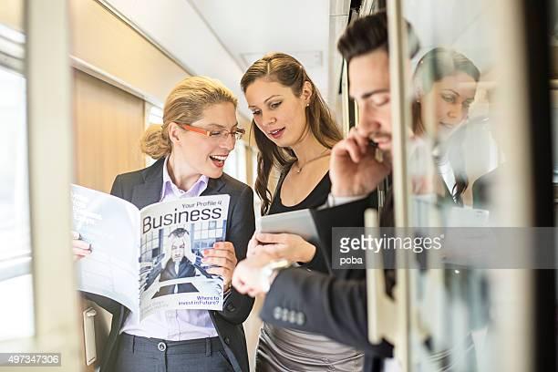 business-Leute reisen mit dem Zug
