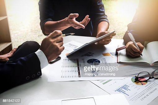 Business people using pen,tablet,notebook are planning a marketing plan to improve the quality of their sales in the future. : Foto de stock