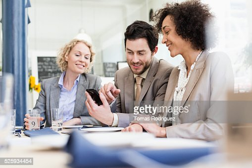 Business people using smartphone in restaurant : Stockfoto