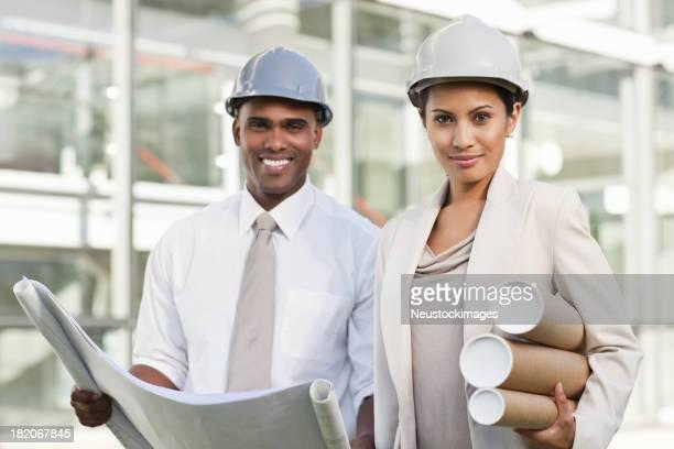 Équipe d'affaires sur un chantier de Construction