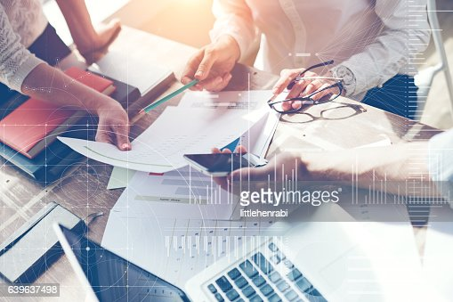 Business team brainstorming in office. Marketing plan researching : Foto stock