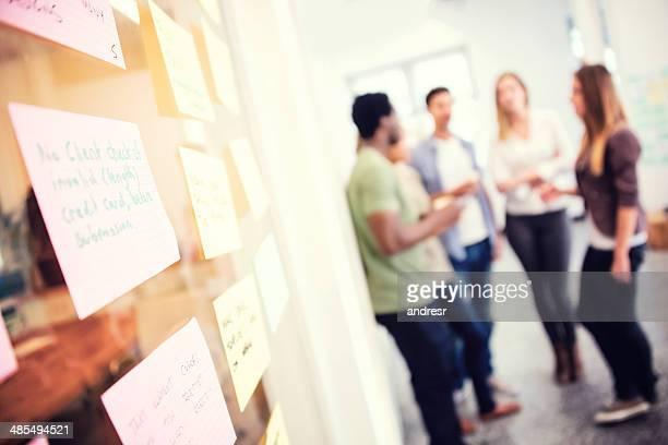 Équipe d'affaires de brainstorming