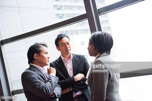 ビジネスチームに相談のロビーでは、コンファレンス