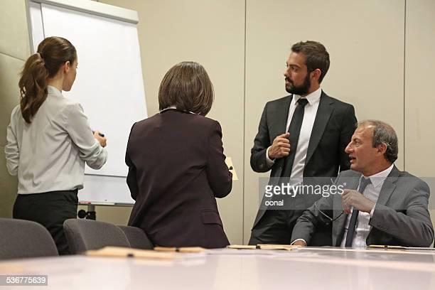 Business-team sprechen in einer Besprechung