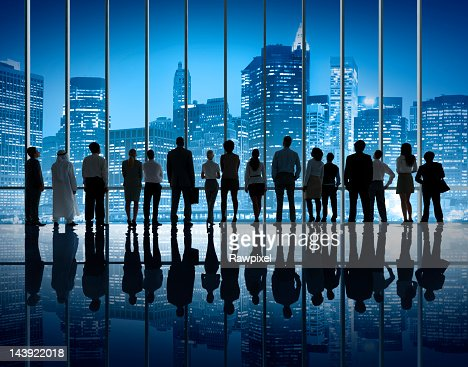 Business Team Silhouette Staring at New York Night Skyline. : Foto de stock