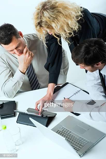 Business-team mit tablet PC und laptop