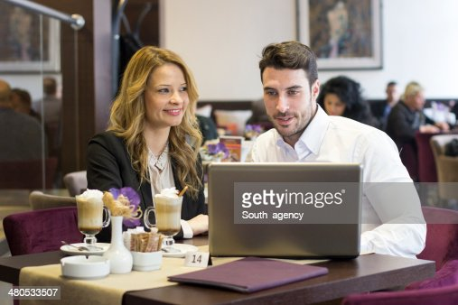 Business team working on laptop at coffee bar : Stockfoto