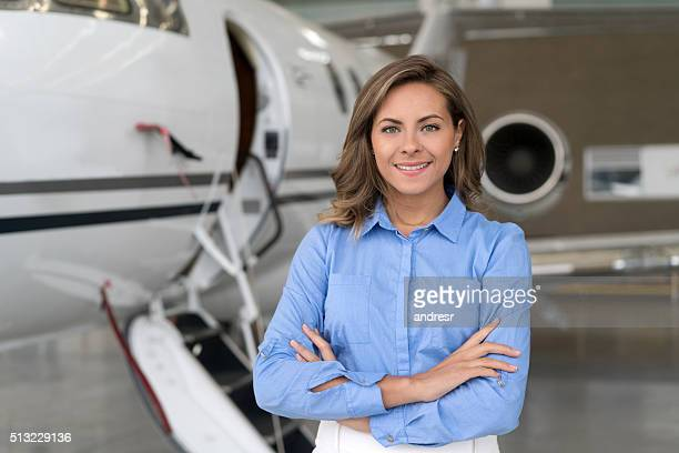 Femme d'affaires à l'aéroport