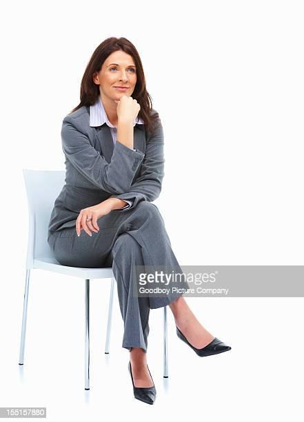 Donna d'affari stanno contemplando su idee
