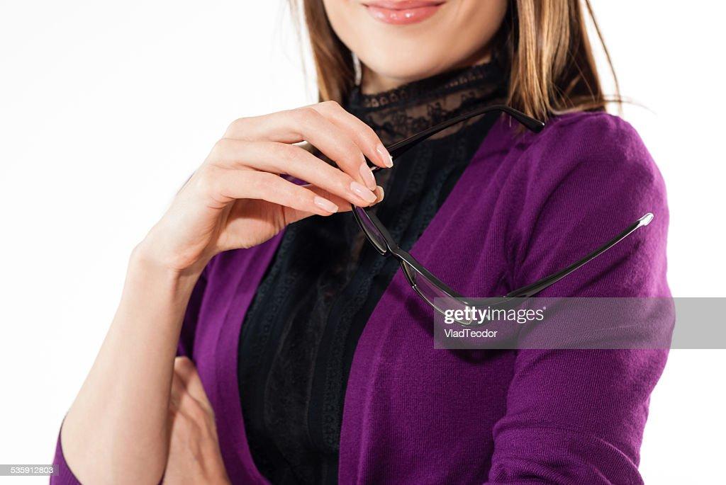 Negócios mulher exploração eyeglassess : Foto de stock