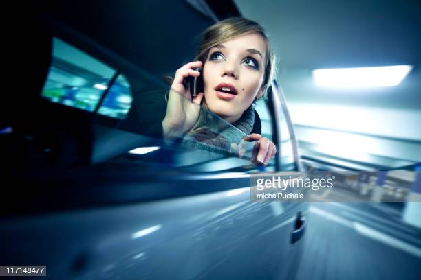 Business-Frau im Auto