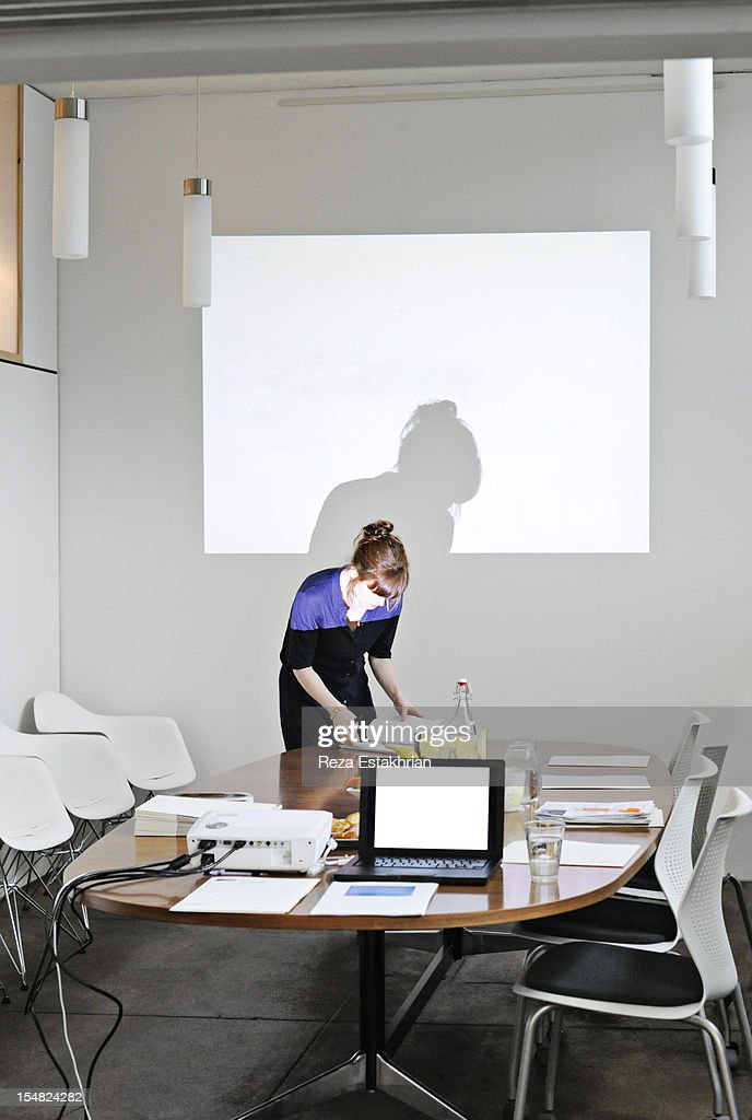 Business woman prepares to give a presentation : Stock Photo