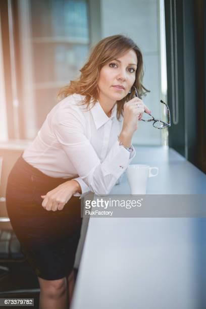 femme d'affaires reposante sur le travail