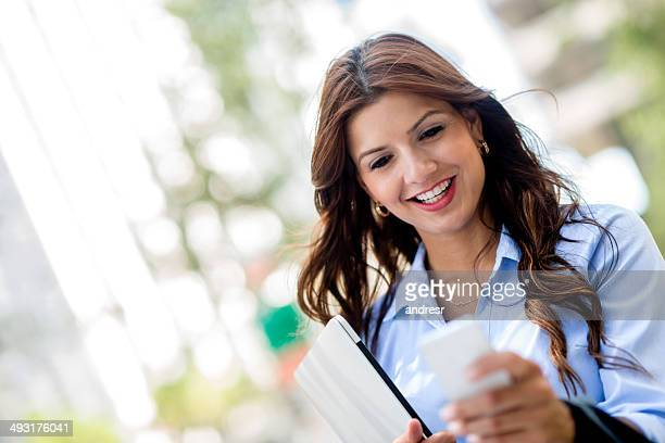 Business Frau SMS auf Ihr Handy