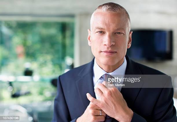 Réglage cravate Homme d'affaires