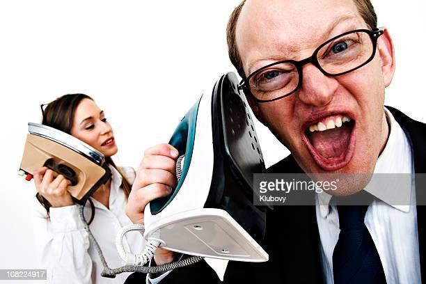 Empresario y empresaria hablando en planchas