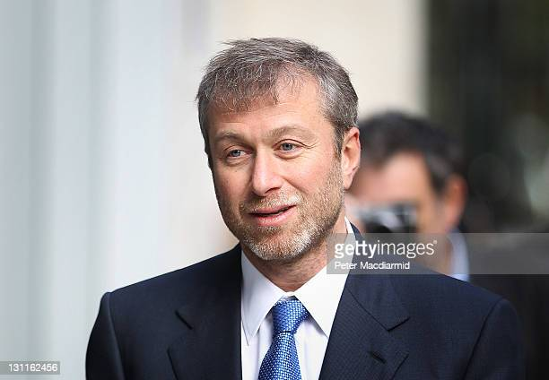 Businessman and Chelsea Football Club owner Roman Abramovich arrives at The High Court on November 2 2011 in London England Russian businessman Boris...