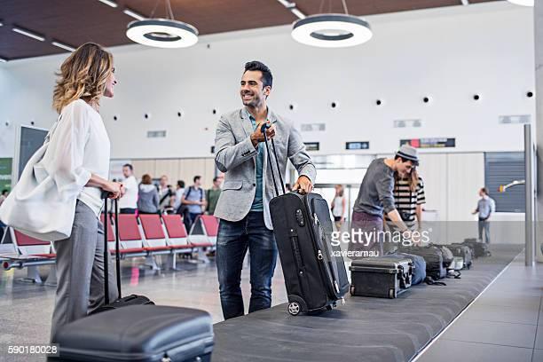 Geschäftsmann seine Gepäck sammeln
