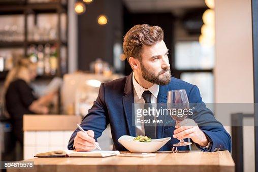 Businessman dinning at the restaurant : Foto de stock