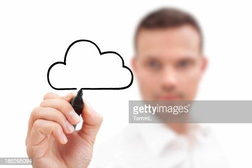 Uomo d'affari disegno il cloud con un pennarello nero
