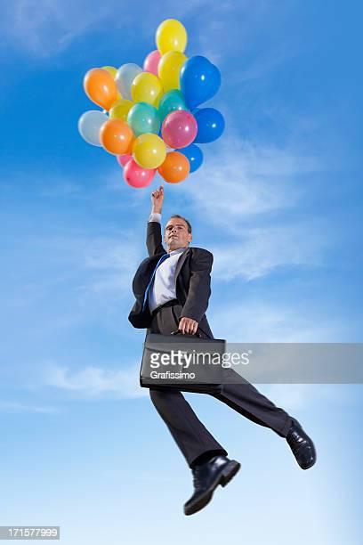 Geschäftsmann, Fliegen mit Ballons und Aktenkoffer