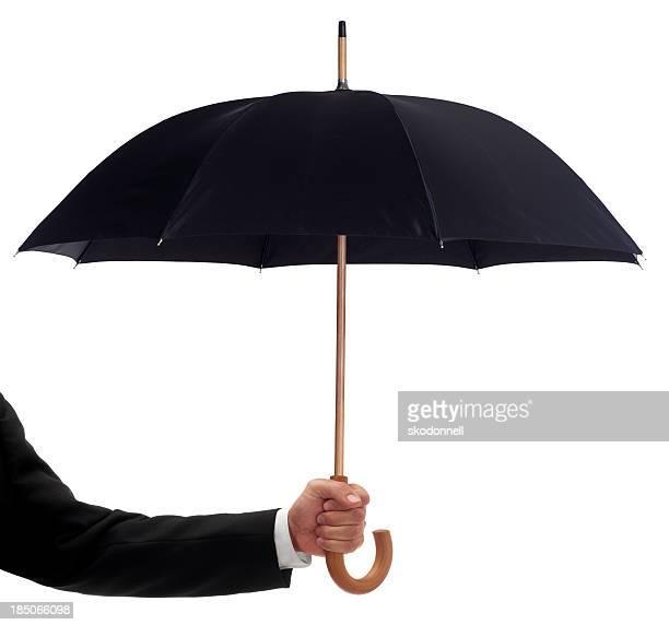 Uomo d'affari tenendo un ombrello nero