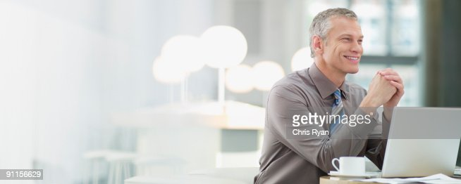 Businessman in cafeteria with laptop : Foto de stock