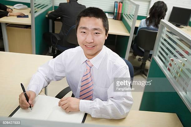 Homme d'affaires dans le bureau
