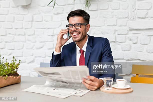 Homme d'affaires en Turquie, parler sur le téléphone