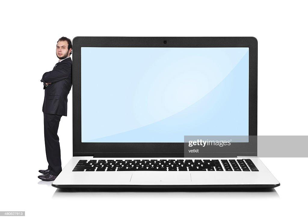 ビジネスマン壁には、ノートパソコン : ストックフォト