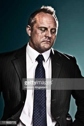 businessman looking defeated and crying : Foto de stock