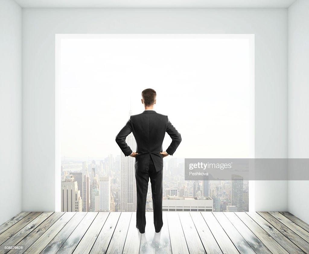 ビジネスマンにお求めいただける大きな窓 : ストックフォト