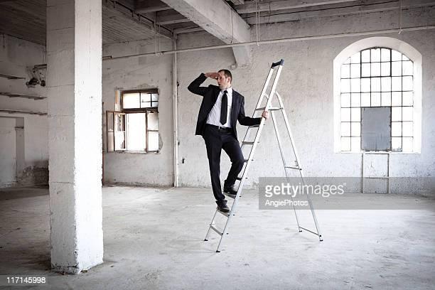Homme d'affaires à la recherche à l'avenir