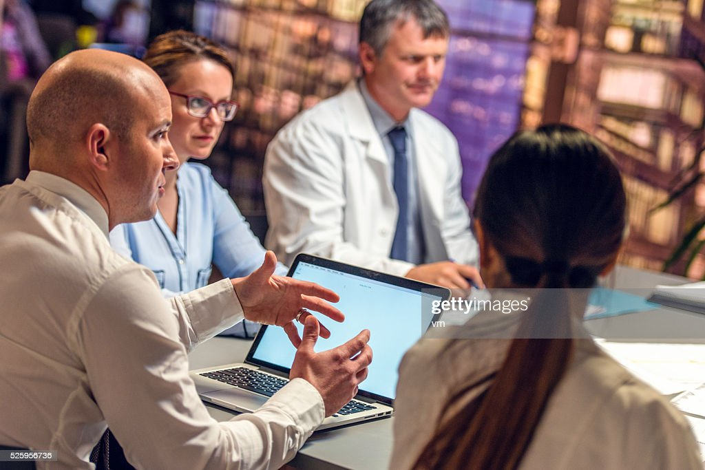 Businessman on a meeting with doctors : Stockfoto