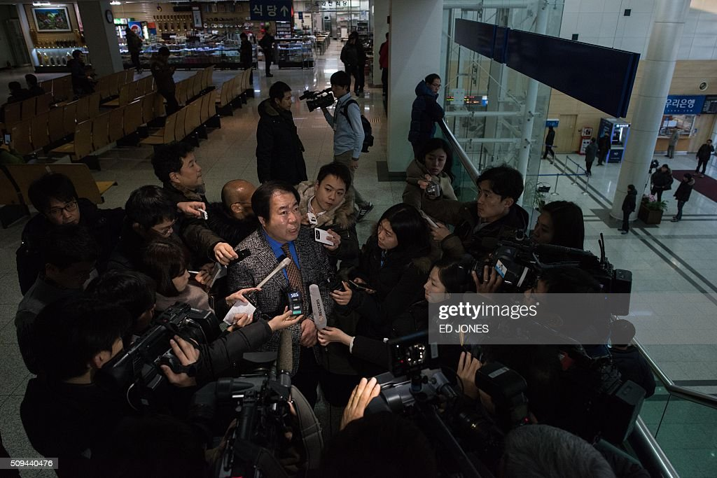 A businessman on his way to retrieve his belongings talks to reporters at the CIQ immigration office, a checkpoint leading to the Kaesong joint industrial zone, in Paju on February 11, 2016. South Korea said it would suspend operations at the Kaesong joint industrial complex in North Korea to punish Pyongyang for its latest rocket launch and nuclear test. AFP PHOTO / Ed Jones / AFP / ED JONES