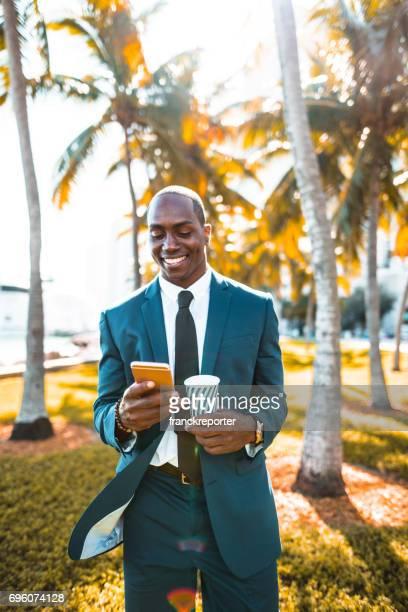 Geschäftsmann am Telefon in der Miami downtown
