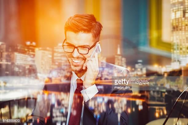 Homme d'affaires sur le téléphone