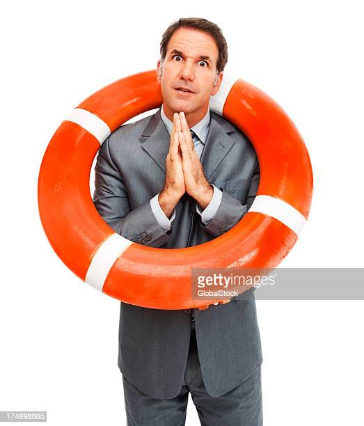 Un homme d'affaires de prier pour la vie avec Bouée autour du cou