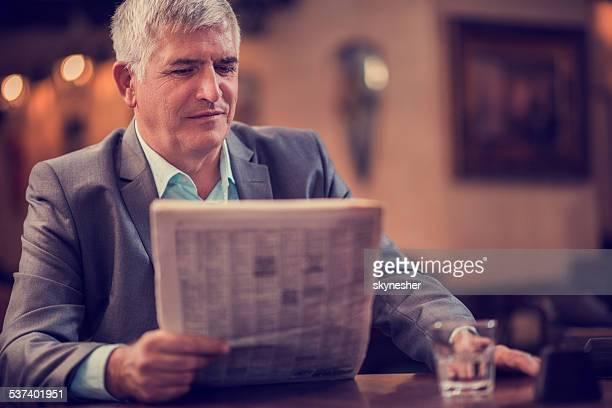 ビジネスマンの読書新聞をそろえております。