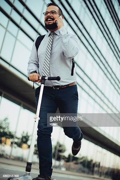 Homme d'affaires, équitation Trottinette.