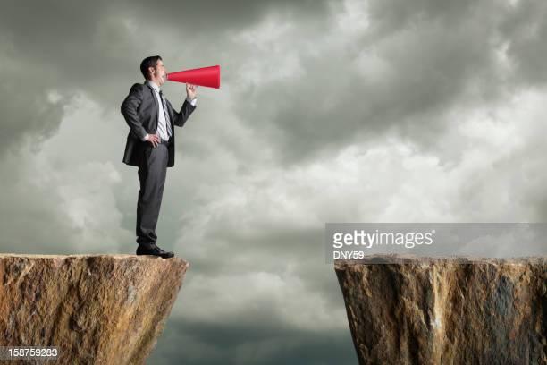 Uomo d'affari urlando nel Megafono