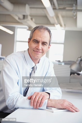 Businessman sitting at desk : Stock-Foto