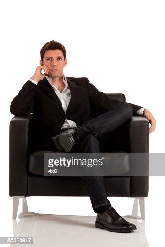 Ejecutivo sentado en silla de ruedas