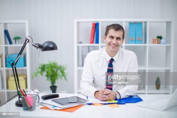 Geschäftsmann, sitzen im Büro